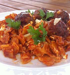 Greek Meatballs in Tomato Sauce (Keftedakia Giouvetsi)