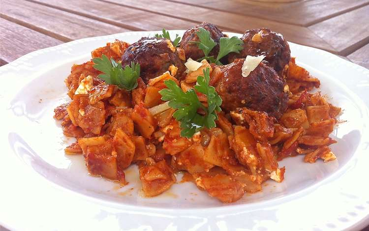 Greek Meatballs in Tomato Sauce (Keftedes Giouvetsi)