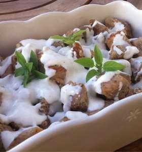 Pork bites with Greek Yogurt sauce
