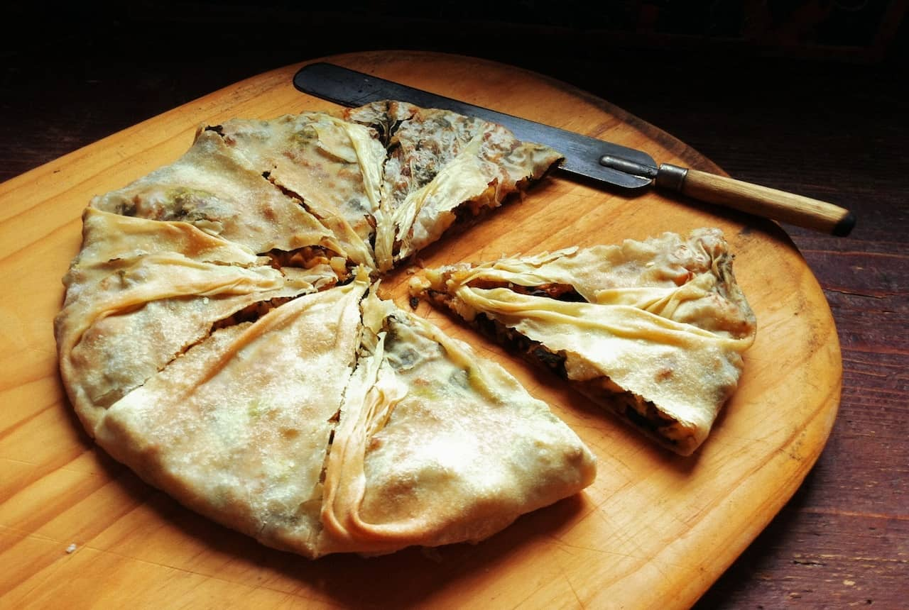 Spinach & feta filo pie (Spanakopita) - My Greek Dish