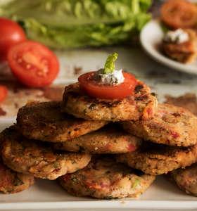 Tomatokeftedes (Fried Santorini tomato balls / tomato fritters)