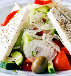 Traditional Greek Salad recipe (Horiatiki / Xoriatiki)