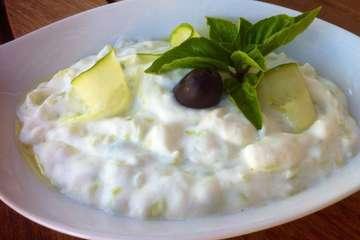 Authentic Tzatziki sauce Recipe (Greek Yogurt, Cucumber Dip)