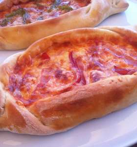 Boat shaped Greek Pizza recipe (Peinirli or Peynirli)