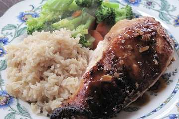 Extra healthy roast chicken with brown rice and boiled vegetables