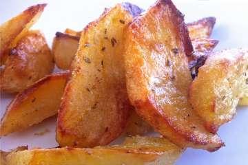 Greek Lemon Potatoes (Patates Lemonates)