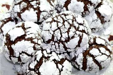 Snowy Chocolate Cookies