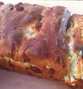 Delicious Brioche-style Olive Bread (Liopsomo)