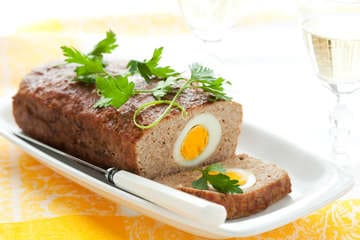 Greek Meatloaf stuffed with Eggs (Rolo Kima)