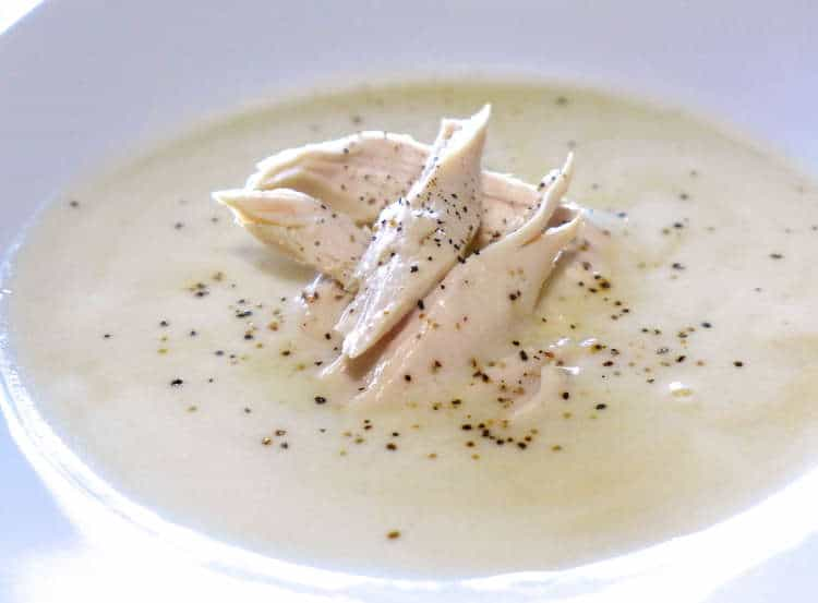 Greek lemon Chicken Soup (Kotosoupa Avgolemono)