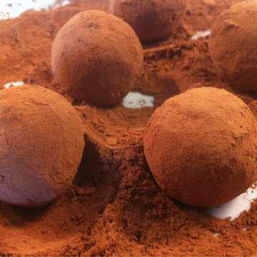 Walnut and biscuit Chocolate Truffles (Troufakia)