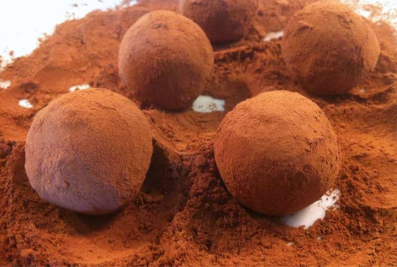 Walnut and biscuit Chocolate Truffles (Troufakia)