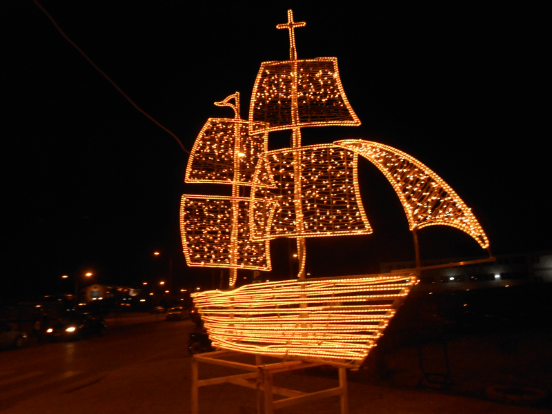 Christmas Boat Decorations.Christmas Traditions The Decoration Of The Christmas