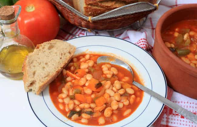 Traditional Greek bean soup recipe (Fasolada)