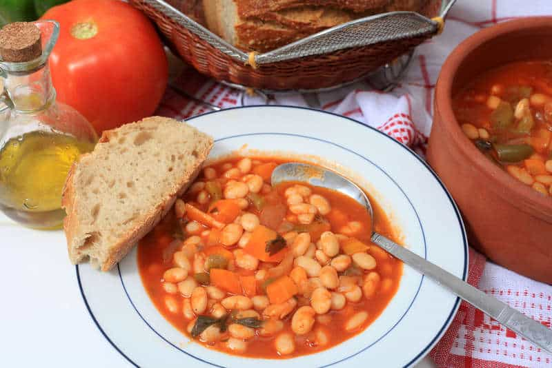 Traditional Greek bean soup recipe (Fasolada)