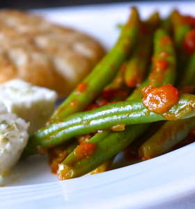 Traditional Greek green beans recipe (Fasolakia)