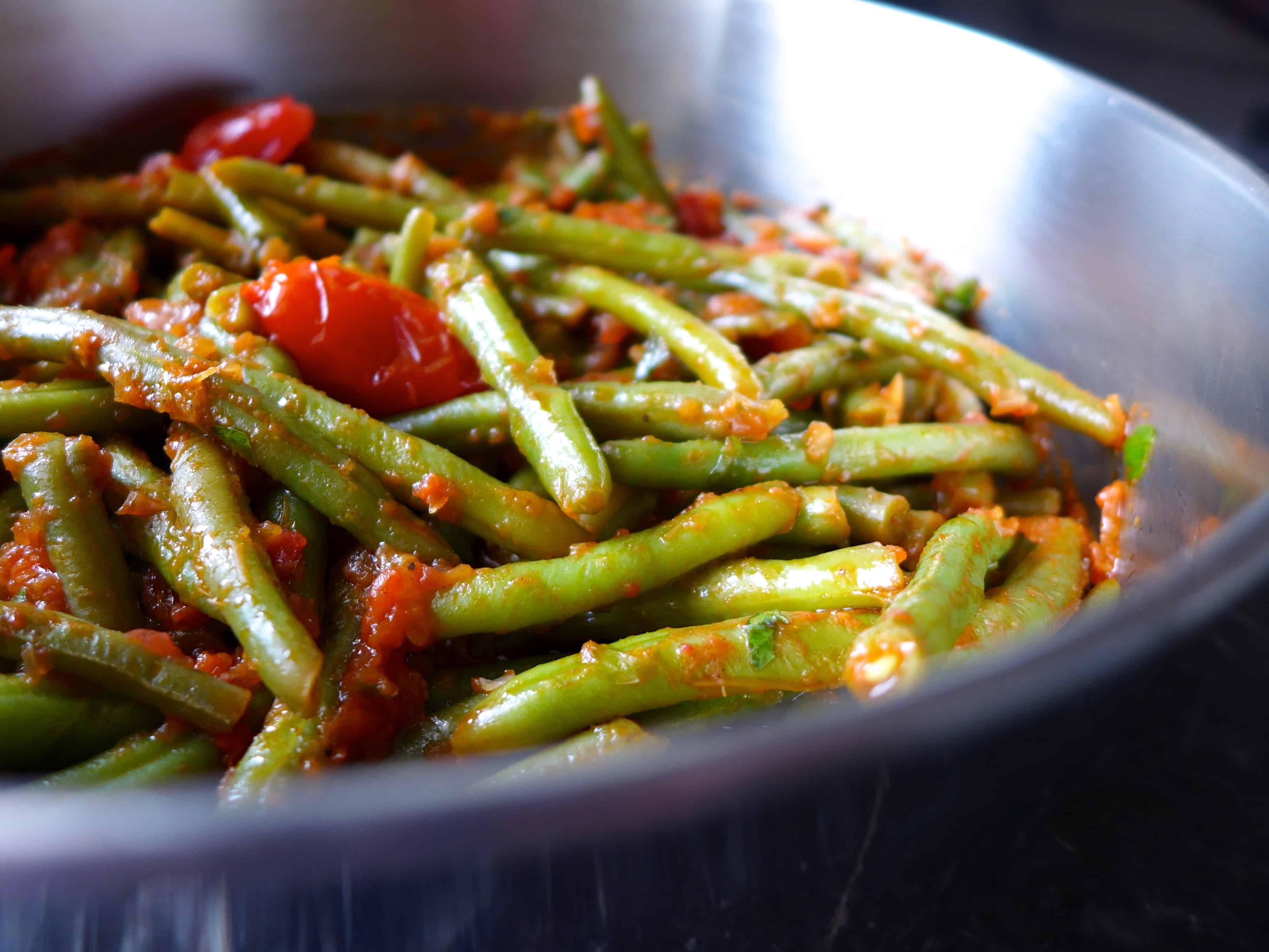 ... Greek green beans recipe (Fasolakia giaxni)-prep1 - My Greek Dish