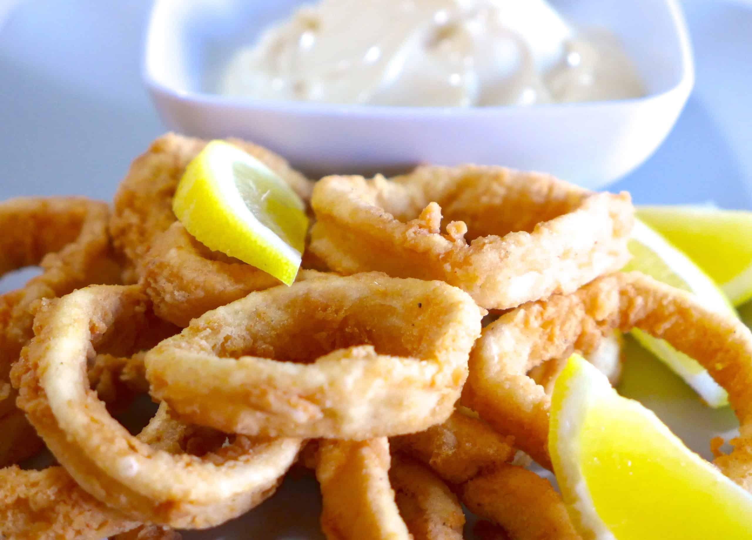 Crispy Fried Squid (Calamari) recipe (Kalamarakia Tiganita)