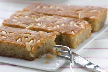 Samali recipe (Extra syrupy Greek semolina cake)