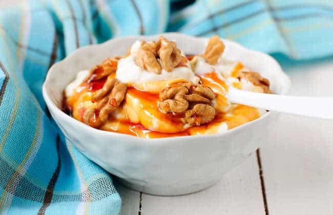 Greek Yogurt with Honey and Walnuts recipe (Yiaourti me meli)