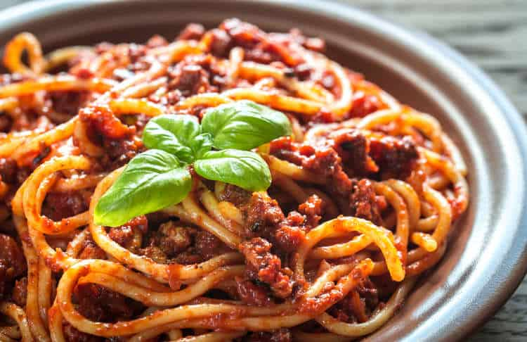 Makaronia me Kima recipe (Greek style spaghetti in meat sauce)