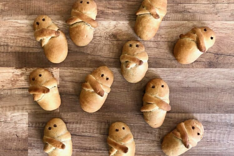 Lazarakia bread recipe (Easter Lazarus breads)